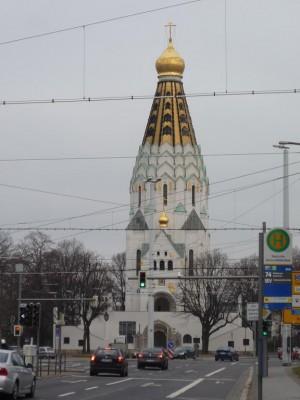 Cerkiew wśród lip i drutów