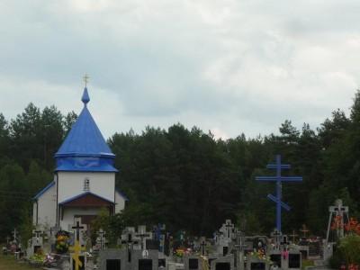 Za to na cmentarzu Parafii Prawosławnej Wólka Terechowska parę kilometrów na południe od Opaki, pomimo wyraźnej kolorystycznej i wyznaniowej dominanty w postaci prawosławnej kaplicy i krzyża słowiańskiego, wśród grobów przeważa już stylistyka znana chociażby z warszawskich cmentarzy,  w tym głównie krzyże rzymskokatolickie.