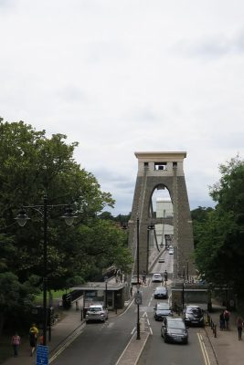 Brama na most